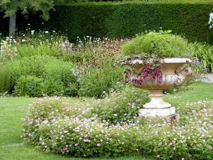 Garden Urn Lawn Ornament